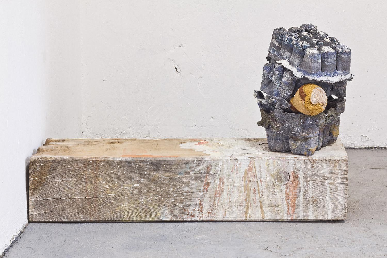 Alberto-Scodro-Indoor-2015-glass-sand-bulb-epox-pigments